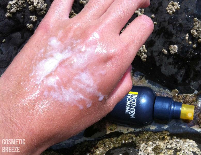 BIOTHERM HOMME-UV-DEFENSE-SPORT-QUIKSILVER-SURF-TEAM-SPF30-TEXTURA-EN-MOJADO